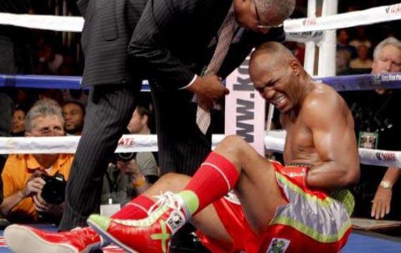 Boxer Dislocates Shoulder